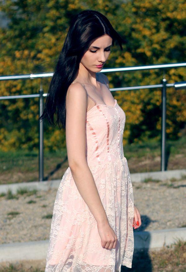 Koronkowa sukienka princeska Dresstination - Dresstination