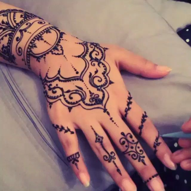 Beauty henna  by @girly_henna #fashionarttut  TAG A FRIEND BELOW!
