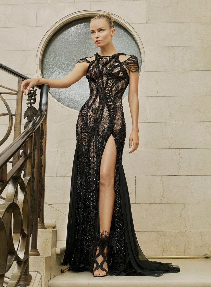 Atelier Versace Spring 2017 Couture: This is a J.Lo dress! I like the deconstructed look of this dress.
