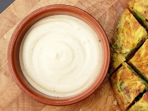 Spanish-style Allioli (Olive Oil and Garlic Mayonnaise)