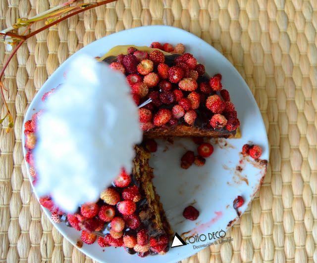 Tarta de pancakes con fresas silvestres