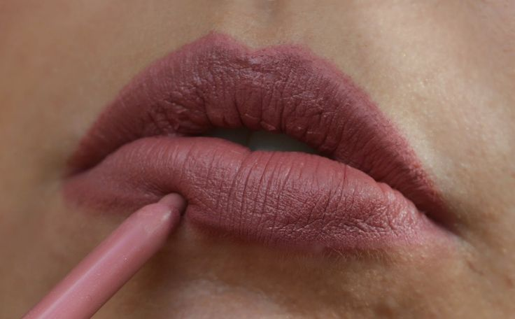 The Kylie Jenner Lip   MAC Twig Lipstick The Kylie Jenner Lip, done using MAC Cosmetics Twig Lipstick & Rimmel London Eastend Snob Lip Liner - http://www.dollydowsie.com/2015/01/the-kylie-jenner-lip-mac-twig-lipstick.html