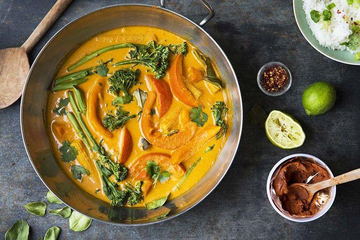 Recipe forCurry with hokkaido(pumpkin) and broccoli at the bottom of the page.  Deilig vegetar curry med hokaiddo gresskar. Skallet på Hokkaido er spiselig. Det er ikke nødvendig å skrelle Hokkaido med mindre skallet er veldig hard.