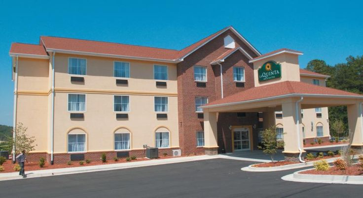 La Quinta Inn & Suites Rome Rome Located in Central Rome, this Georgia hotel offers a seasonal outdoor pool and free Wi-Fi. A continental breakfast buffet, which includes waffles and fresh fruit, is provided. The Martha Berry Museum is 5 miles away.