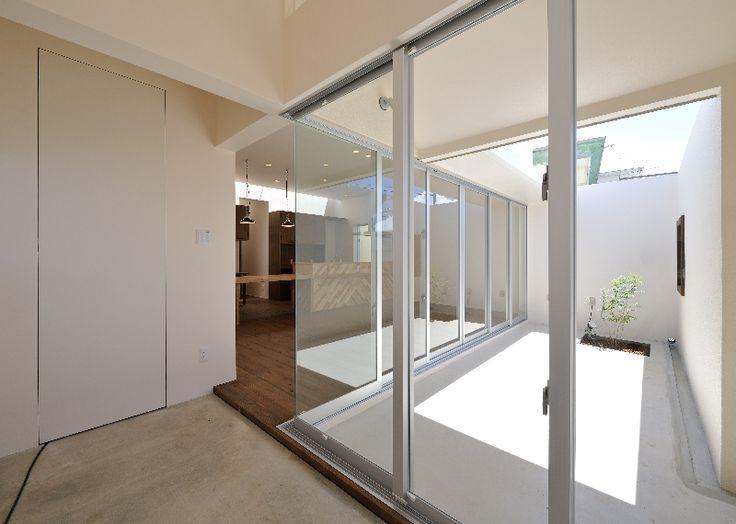 "LSD design co., ltd. ""maru sankaku shikaku""/2013/house/Okinawa, Japan/reinforced concrete construction/bungalow"
