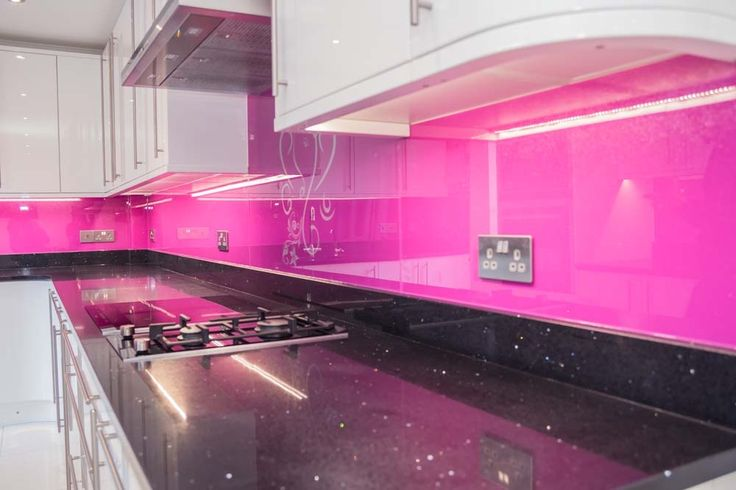 Telemagenta Pink coloured glass kitchen splashback by CreoGlass Design (London,UK). CreoGlass™ Splashbacks are toughened and impact resistant. Glass can with stand temperatures up to 400℃. #kitchen