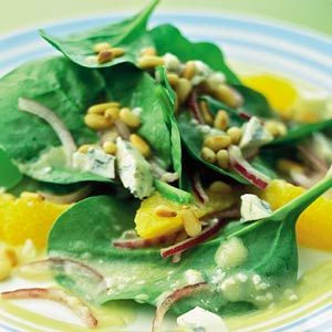 Recept - Spinaziesalade met sinaasappel en blauwaderkaas - Allerhande