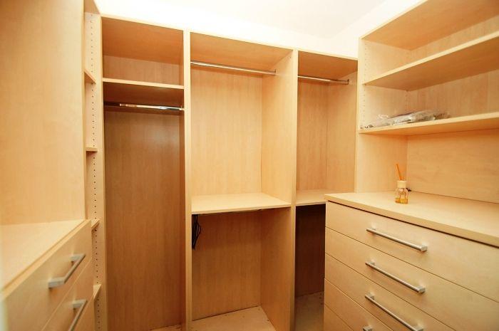 гардероб, трехкомнатная квартира, продажа Братислава Словакия.