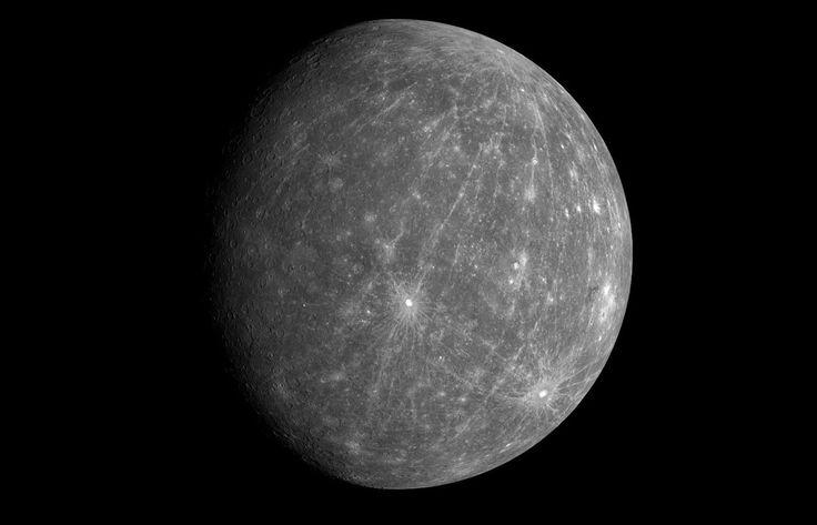 Mercurio no sólo es el planeta más cercano al Sol, también es el más pequeño de los planetas, y el que más rápido gira alrededor de nuestra estrella... #astronomia #ciencia