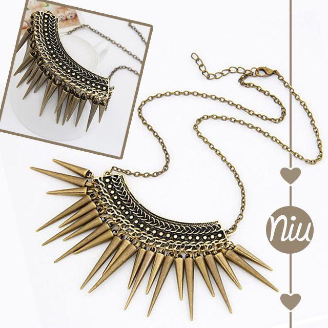 Collar de chuzos estilo vintage. Encuentra esto y más en: www.niuenlinea.co