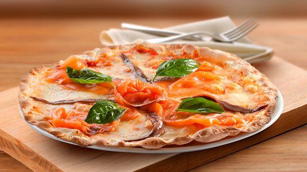 #Tomate, #mozzarella, #salmón y #anchoas… ¡Una combinación 10 para una pizza espectacular! #gastronomia #Italia #pizzalover #affumicata http://www.latagliatella.es/menu/le-pizze-pizzas/
