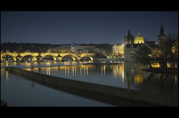 Prague by night - null