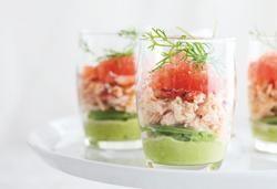 Glaasje van krab, avocado en pompelmoes
