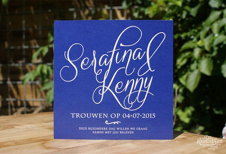 Digitale trouwkaart - Serafina & Kenny #weddinginvitation #weddingcard #trouwkaart #blue #blauw #typography #typografie #uitnodiging #love #liefde #trouwen #wedding #dekaartjeswinkel