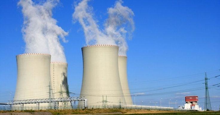 """LA ENERGIA NUCLEAR """"¿La energía nuclear es renovable o no renovable?"""". Los elevados precios del petróleo y la preocupación sobre el calentamiento global han renovado el interés en la energía nuclear, que, como medio para generar electricidad ..."""