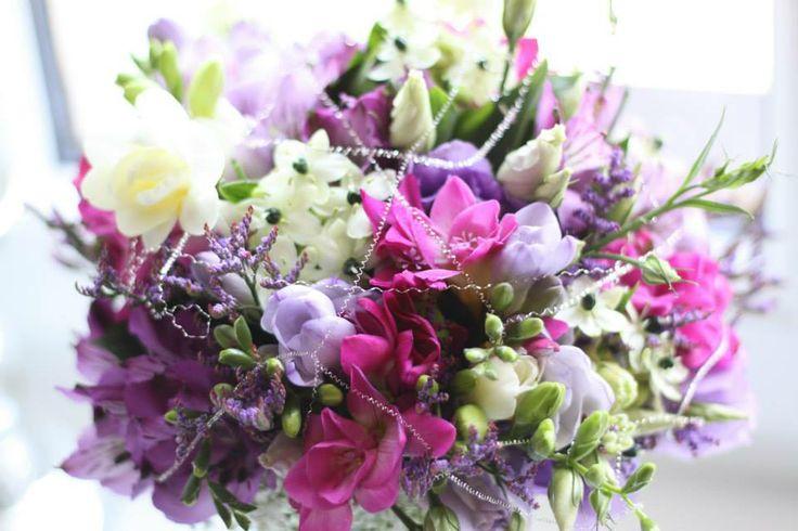 Svatební kytice z frézií laděna do fialova /Květiny Fleurs #wedding #flower