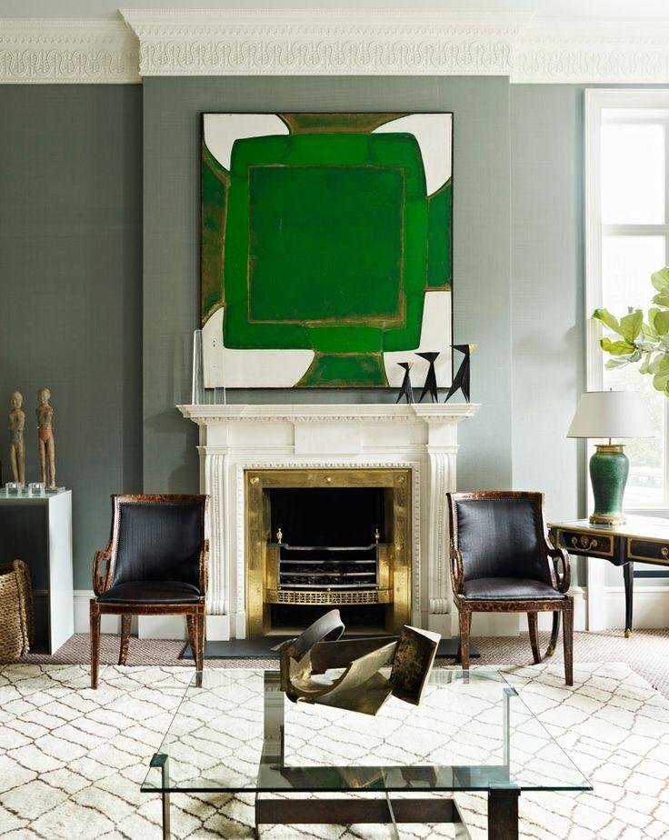 Самобытная лондонская квартира, дизайн которой создан дизайнером Дугласом Маки. Сердце гостиной – камин и абстрактная картина
