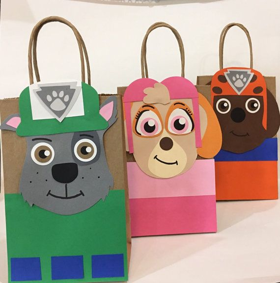 This is a handmade Paw patrol bag to put favors inside. The bag design is inspired by the Paw patrol cartoon.  The bag is a kraft recycle brown lunch style. I glued the design on the front of the bag. The design is a compilation of high quality card stock paper, the character has different details. By layering card stock I give the character a 3D appearance. Everything is made out of paper, hand trace, hand cut and some details are painted.  All my inventory is made out of a custom order…