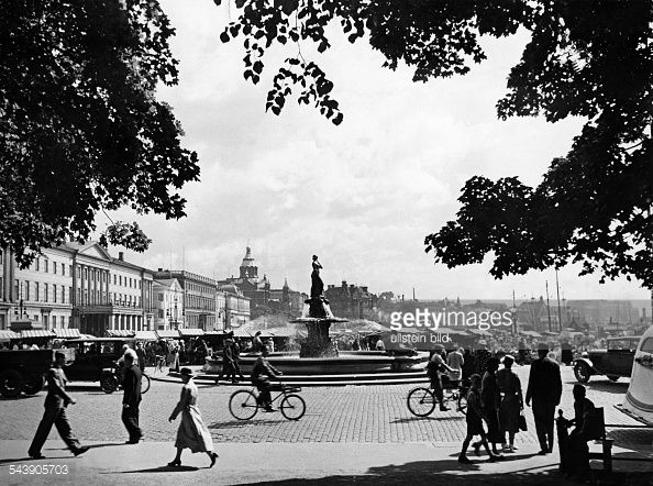 fountain at the market place in front of the city hall - Photographer: Hanns Tschira- Published by: 'Deutsche Allgemeine Zeitung' Vintage property of ullstein bild