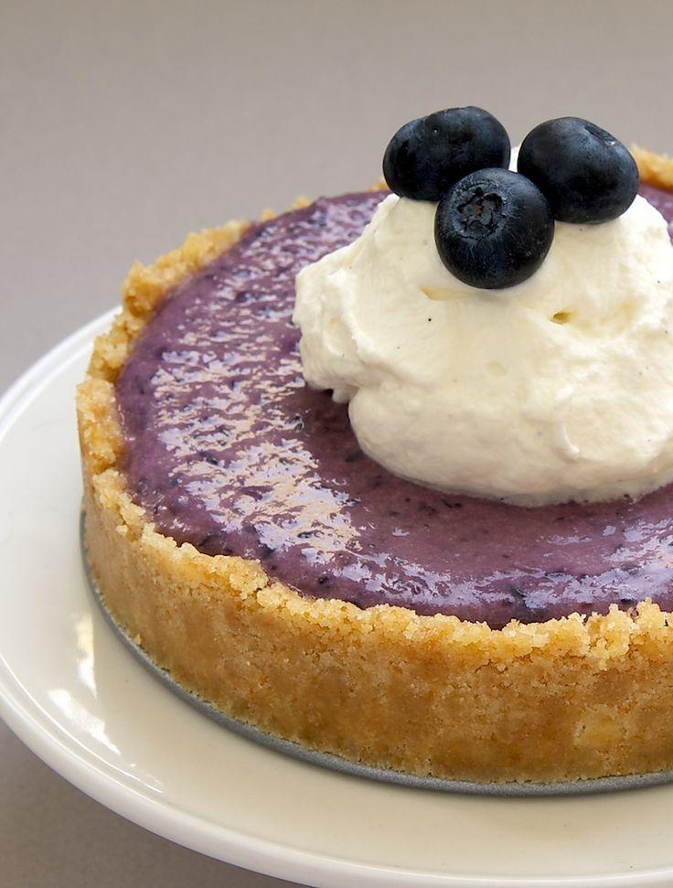 Een cookie korst en een eenvoudige no-bakken bessen vullen maken deze No-Bake Blueberry Kaastaarten een perfecte bes seizoen traktatie!  - Bak of Break