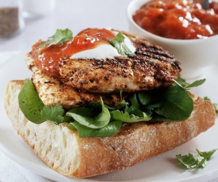 Rezept: Baguette mit gebratener Hähnchenbrust und Tomatenchutney