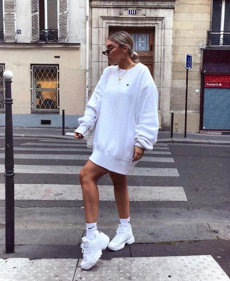 Damen Outfit Inspiration | FILA Disruptor II Premium Trainer | Städtische Ausst… – style