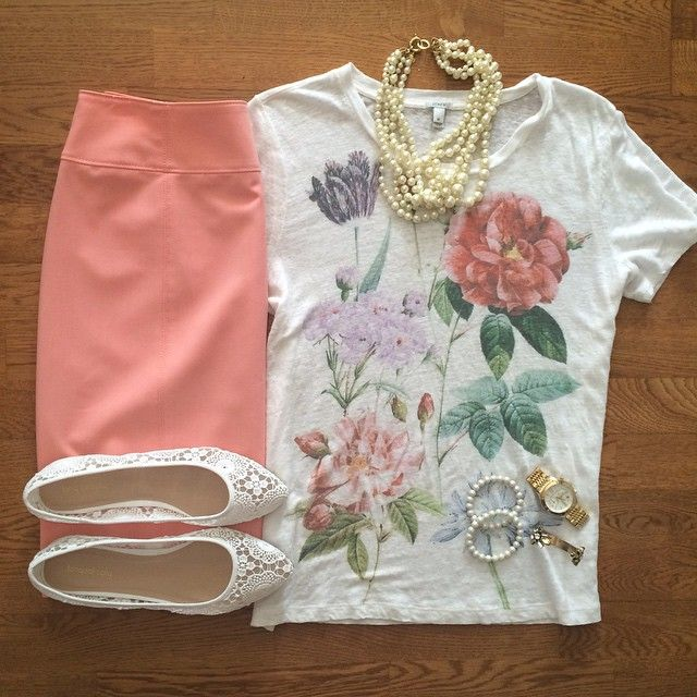 Floral Tee, Coral Pencil Skirt, Pearl Necklace, Lace Flats | #workwear #officestyle #liketkit | www.liketk.it/1kncW | IG: @whitecoatwardrobe