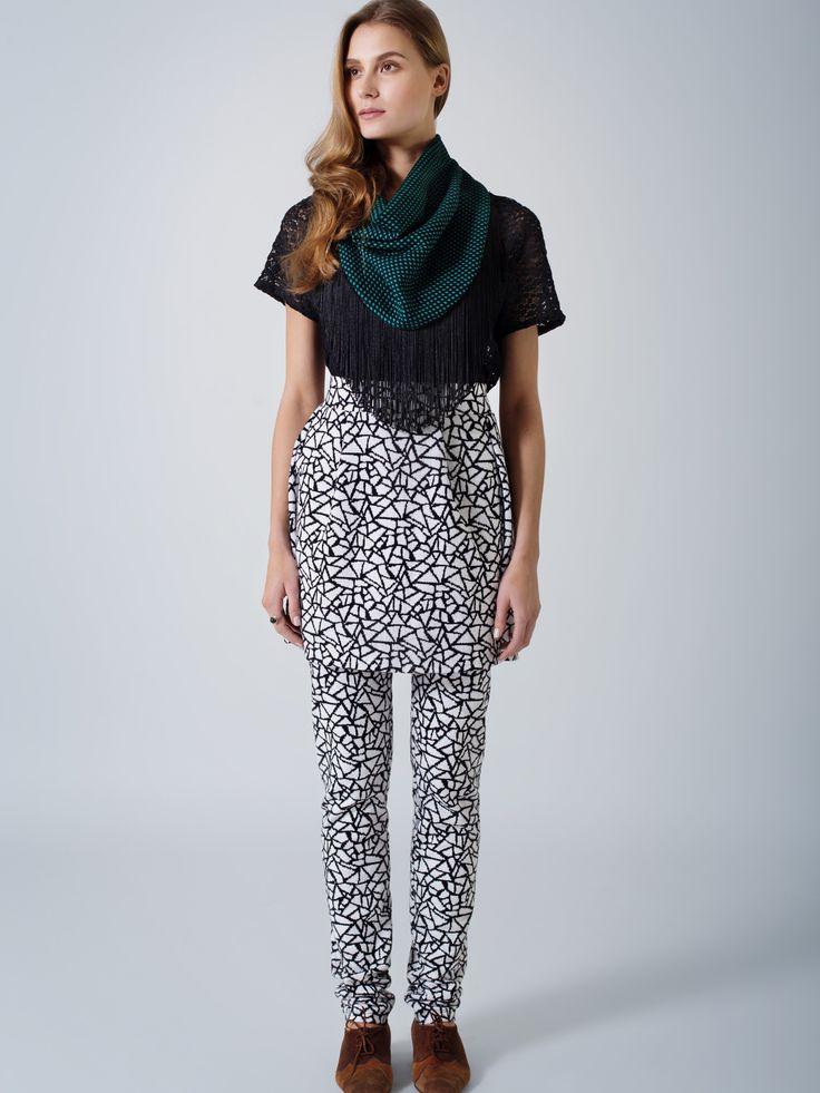 Black lace comfortable T top / Black-white print tulip mini skirt / Back-white print skinny legging pants / Fringed scarf