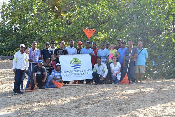 Luz y Fuerza y Ministerio de Medio Ambiente realizan limpieza de Playa