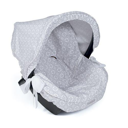 FUNDA GRUPO 0 UNIVERSAL LILI GRIS. Funda ideal en mosaico gris para cubrir el portabebés y que tu bebé esté fresquito durante los meses de verano. Gracias a la capa anti-sudoración Aerosleep evita la sudoración excesiva del bebé y protege la silla haciendo el paseo más confortable. Dispone de varias aperturas (ojales) y ajuste para adaptarla a la mayoría de los Portabebés. fabricadas conforme a las normativas europeas. Los materiales utilizados son libres de colorantes azoicos y susta...