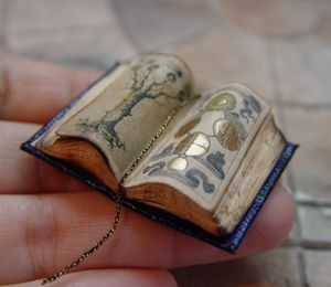 miniature Illuminated Alchemy Book by EV Miniatures like that gold leaf