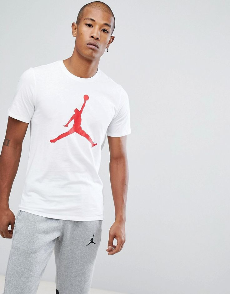 Get this Jordan's printed t-shirt now! Click for more details. Worldwide shipping. Nike Jordan T-Shirt With Large Logo In White 908017-100 - White: T-shirt by Jordan, Supplier code: 908017-100, Breathable cotton, Crew neck, Signature Jumpman logo, Short sleeves, Regular fit - fits true to size. Ever since his game-changing jump shot sealed the 1982 NCAA Championship, Michael Jordan has been setting new standards in scores and style for basketball. After first wearing his original Air Jordan…