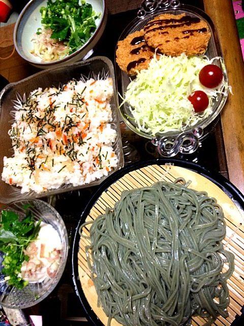 冷奴もあるでよ! - 2件のもぐもぐ - #夕飯 やくみ(ミツバ、万能ネギ、ミョウガ)、ハムカツ、ちらし寿司、蓬うどん(よもぎうどん)。すげーー食った! by ms903