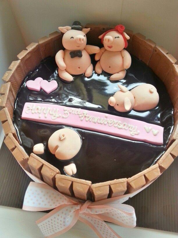 Piggy couple kitkat cake