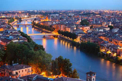 Užijte si dokonalou romantiku. Polibte se pod balkonem Romea a Julie a kochejte se překrásnými památkami Verony a Padovy.