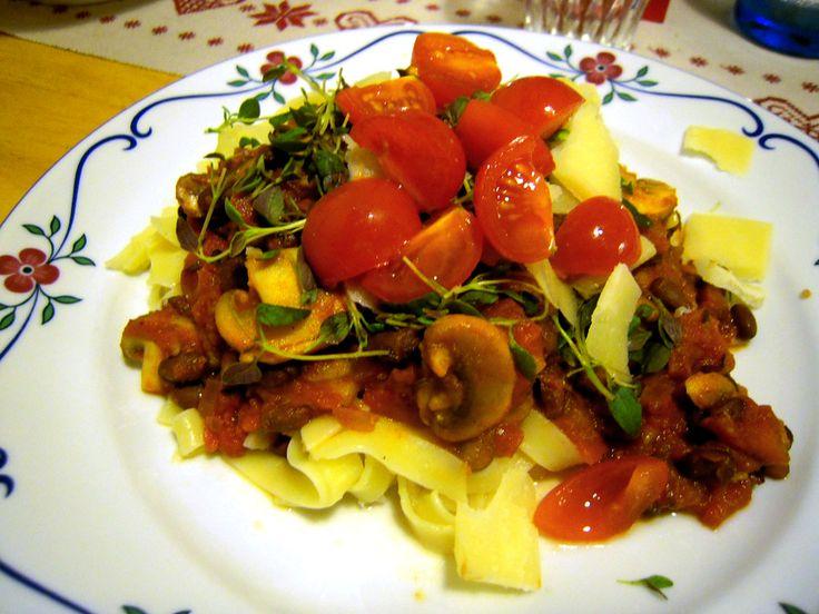 Pastasås med bönor    http://intebarasallad.se/pastasas-med-svarta-bonor/