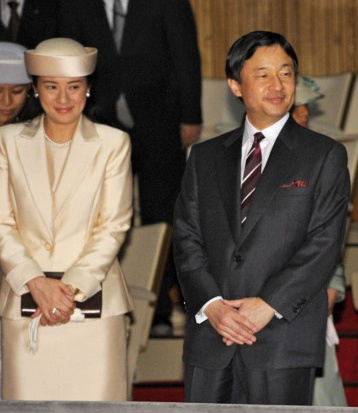 March 19, 2013 by HatQueen--Members of the Japanese Imperial Family attended a university music recital yesterday. The only member wearing a hat was Crown Princess Masako who wore a cream silk covered Breton-style hat. It's wonderful to see her attending more public events and I thought she looked lovely.