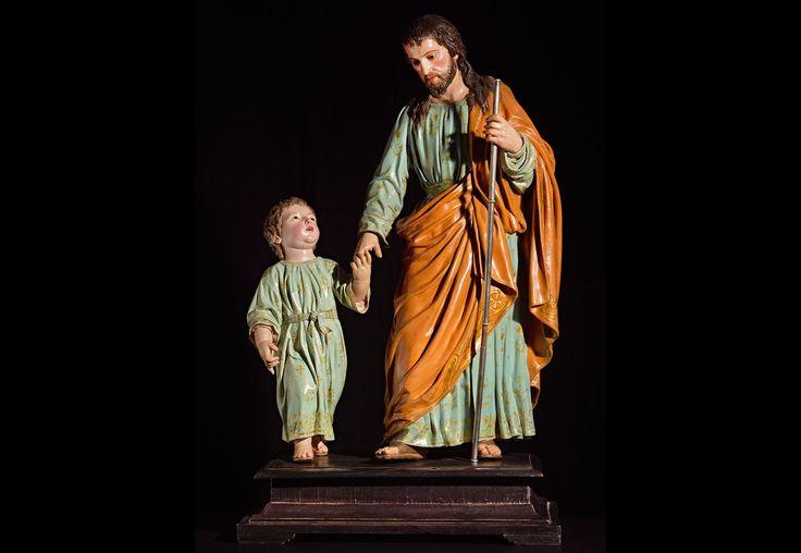 Luis Salvador Carmona San José y Niño Jesús de la mano (Nava del Rey, Valladolid, 1708 – Madrid, 1767) Madera tallada y policromada 77,5 x 46 x 26 cm