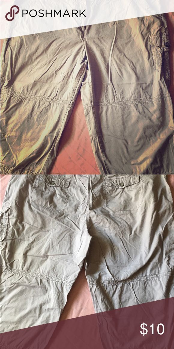 Laura Scott Woman Tan Khaki Capris size 24W Laura Scott Woman Tan Khaki Capris size 24W has 5 pockets with the 2 in back buttoned and Embroidered one on side. Pants have belt loops and close with button and zipper. At end of legs pants have drawstrings that tie on the side. Laura Scott Pants Capris