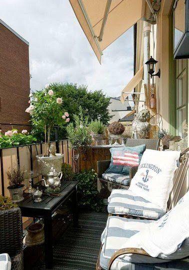 Le brise vue en toile s'invite sur le balcon cocooning