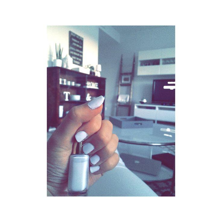 Valkoiset kynnet, Loréal