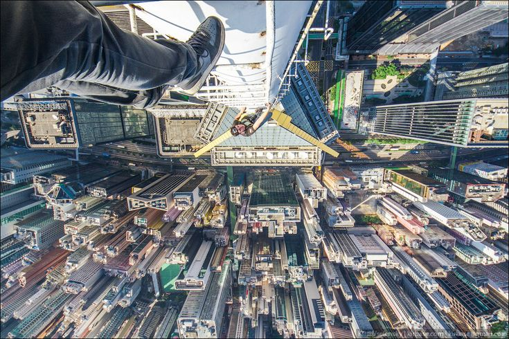 Hong Kong Rooftoppers Climb Skyscrapers To Capture The City - Daredevil duo climb hong kongs buildings capture like youve never seen
