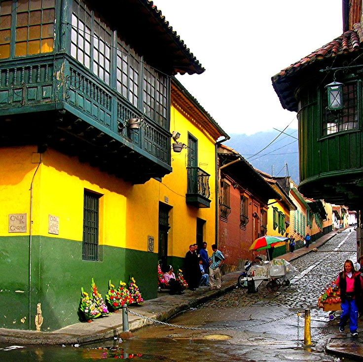 Colorful street, Bogota OMG I WALKED BY THAT EVERYDAY