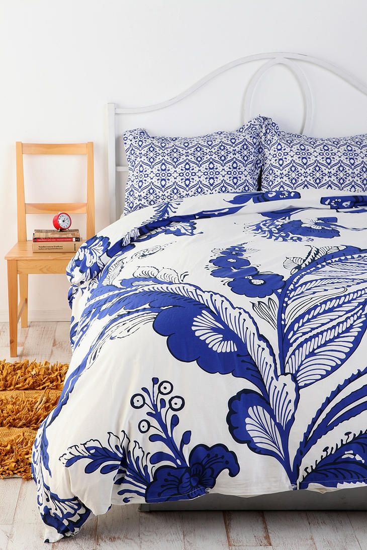 gorgeous: Blue And White Bedspreads, Guest Bedrooms, Duvet Covers, Houses Ideas, Delft Blue, Master Bedrooms, Blue And White Floral Bedrooms, Blue Duvet, Bright Colors