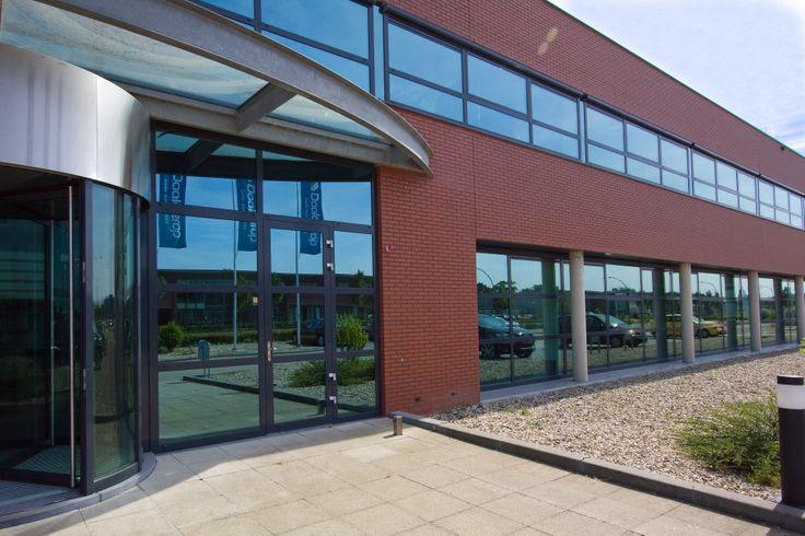 Op bedrijvenpark Medel in Tiel is voor Daalderop een nieuwe fabriekshal gerealiseerd met een vloeroppervlak van 12.000 m² en een kantoor met een vloeroppervlak van 1.800 m². Bij dit project heeft Entropal de aluminium raam- en deurprofielen, type Schüco AWS 65, gemonteerd.