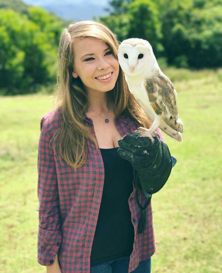 ♡♥Bindi holds a barn owl - click on pic to see a larger pic♥♡