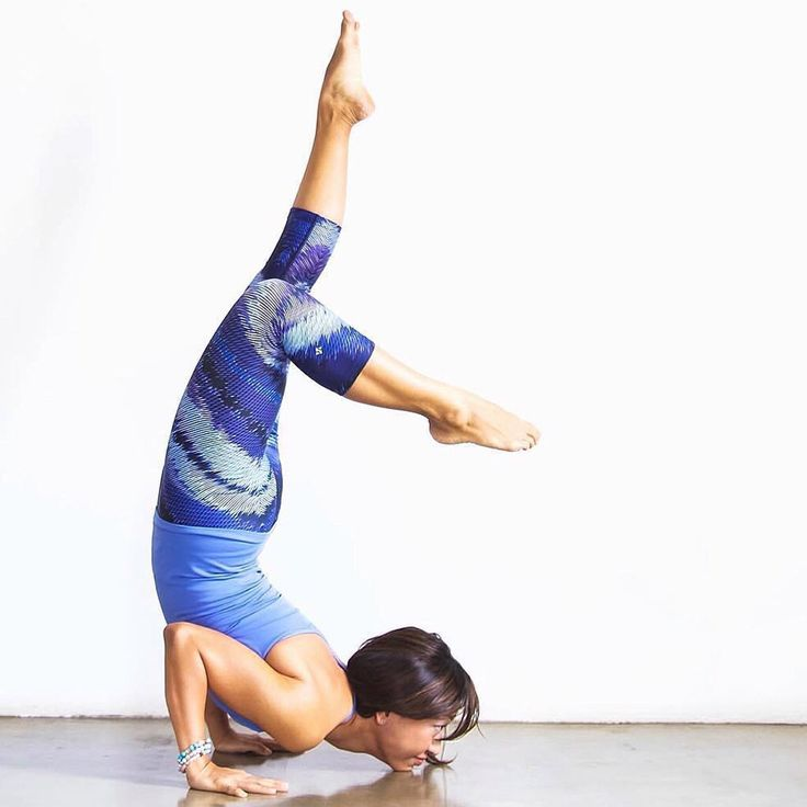 If you're in need of some new yoga pants, look no further than our NUX USA Blue Lines Leggings!