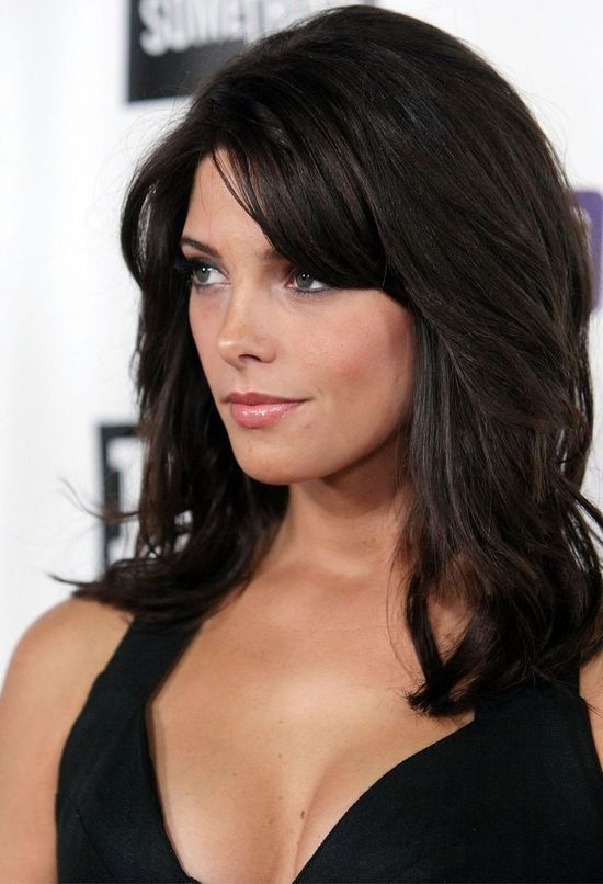 Long Hairstyle with Side Bangs for Heart-shaped Women