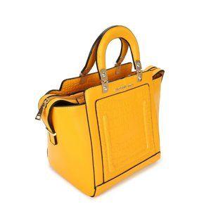 Hippe gele damestas  Deze gele tas kunt u gebruiken als handtas.incl. schouderriem.  De tas heeft een croco structuur en heeft aan de binnenzijde diverse vakjes, de tas sluit af met een rits Deta...