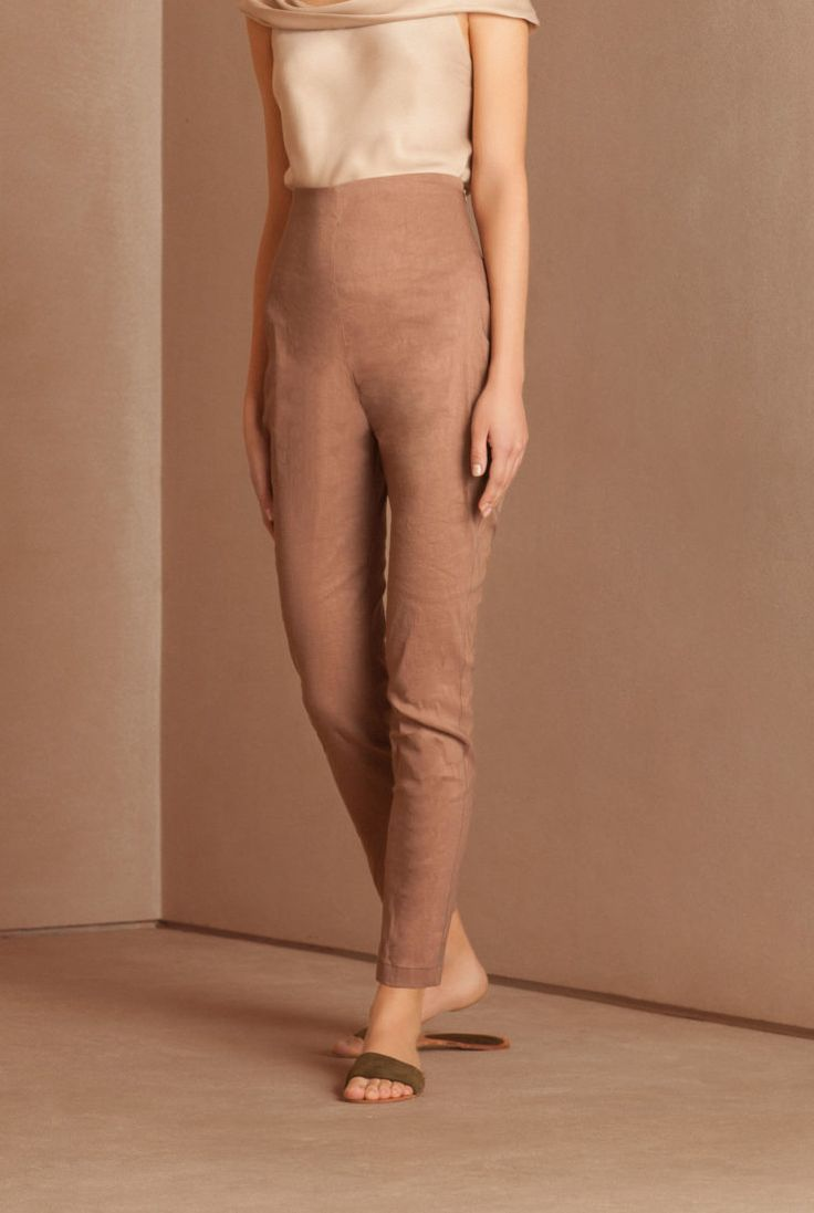 Shop online Cortana's women pants designed exclusively by Rosa Esteva. Original printed pants on silk and high quality cloths.